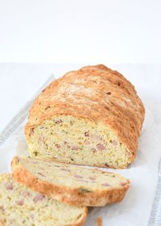 Soda bread with cheese and bacon - Laura's Bakery Pastry Recipes, Bread Recipes, A Food, Food And Drink, Bread And Pastries, Cheese Bread, Banana Bread, Bacon, Bakery