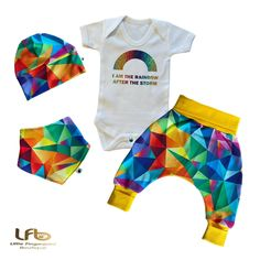 Gender neutra , It's a boy , It's a girl , Rainbow new born set , Coming home outfit , hat , bib , pants , bodysuit , welcome home Kam Snaps, Best Baby Gifts, Knitted Baby Clothes, Little Girl Birthday, Baby Vest, Rainbow Print, Coming Home Outfit, Baby Grows, Custom T
