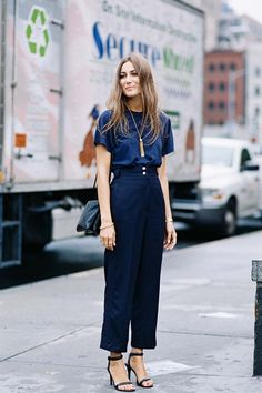 Love this monochromoatic nacy look for everyday at work // Vanessa Jackman: New York Fashion Week SS Business Outfit Damen, Business Outfits, Street Fashion Show, Work Fashion, Style Fashion, Fashion Outfits, Workwear Fashion, Stylish Outfits, Net Fashion