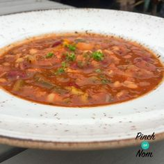 Im a firm believer that sometimes the best meals are the ones that you just throw together. This Syn Free Cajun Red Bean Chick Pea and Tomato Soup is one of those recipes. A handful of this and a pinch of that turned into this thick chunky tasty and f Slimming Eats, Slimming World Recipes, Casserole Recipes, Soup Recipes, Cooking Recipes, Slow Cooking, Cajun Soup Recipe, Pinch Of Nom, Curried Butternut Squash Soup