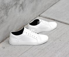 Wat een toffe nieuwe sneakers van Antony Morato. Dit witte model heeft een upper van glad leer met een unieke structuur aan de zijkant. Waarschuw je vriend, zoon of broer want alleen vandaag nog bestel je ze zonder verzendkosten: https://www.sooco.nl/antony-morato-mmfw00691-witte-lage-sneakers-27000.html