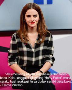 "Di tengah-tengah kesibukannya sebagai seorang aktris sekaligus Duta Perempuan PBB, Emma Watson sangat hobi membaca buku, sehingga hobinya tersebut dianggapnya menjadi bentuk relaksasi dalam menjalani kesehariannya yang padat aktifitas.  ""Aku memang sangat suka belajar dan membaca. Kalau enggak lagi syuting 'Harry Potter', maka caraku buat relaksasi itu ya duduk sambil baca buku."" Ujar Emma.  Yuk hunting dan dapetin buku-buku di guepedia.com  isi long weekend-mu dengan membaca buku koleksi…"