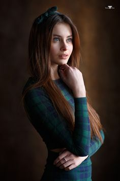 37 Best Portrait Photography Poses You Looks So Beautiful - Elva Photography Portrait Photography Poses, Photography Women, Portrait Photographers, Fashion Photography, Female Portrait Poses, Female Poses, Poses Modelo, Girl Poses, Portrait Inspiration