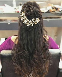 Hairstyles For Round Faces Hair style.Hairstyles For Round Faces Hair style Indian Wedding Hairstyles, Party Hairstyles, Bride Hairstyles, Hairstyles With Bangs, Weave Hairstyles, Hairstyles Videos, Simple Hairstyles, Formal Hairstyles, Straight Hairstyles