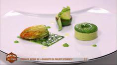 À son tour, Philippe Etchebest propose sa version du plat autour de la courgette. Pour présenter ce légume dans tous ses états, le chef propose une fleur de courgette farcie avec un flan de courgette. Retrouvez Objectif Top Chef sur M6.