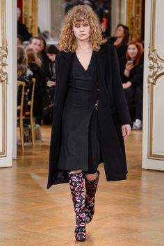 See the complete Paul & Joe Fall 2017 Ready-to-Wear collection.