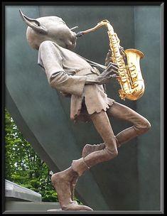 Joueur de saxo - David Goode Bronze Sculpture Bronze Sculpture, Pottery Sculpture, Abstract Sculpture, Sculpture Art, Metal Sculptures, Magical Creatures, Fantasy Creatures, Fantasy Wire, Unique Garden Decor