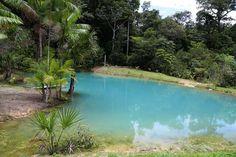 A duas horas de Manaus, a Lagoa Azul, na cidade de Presidente Figueiredo, chama a atenção por suas á... - Reprodução Amazonas e mais/Tereza Cidade
