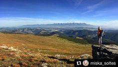 Skvelé spríjemnenie pochmúrneho dňa od @miska_soltes   ...noc strávená na Kráľovej holi..a potom tento ranný výhľad na Tatry! prajem každému!  #praveslovenske #nahory #folkies #goodideaslovakia #tatramountains #bluesky #beautifulday #beautifuldestination #view #mountainview #views #adventure #amazing #explore #mountaingirls #mountaingirl #girl #girlpower #naturephotography #nature_perfection #naturelover  @slovakia.travel @folkies.sk @pripijam