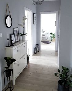 Living Room Designs, Living Room Decor, Flur Design, Farmhouse Side Table, Diy Apartment Decor, Hallway Decorating, Cool Rooms, Smart Home, Home And Living