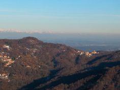 Panorama verso nord-ovest visto dalla sommità del monte Fenera.