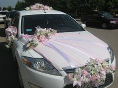 Flowers on the grill tie the the whole design together