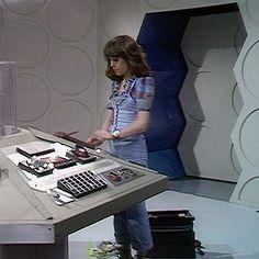 Original Doctor Who, Sarah Jane Smith, Jon Pertwee, Classic Doctor Who, Blue Box, Dr Who, Tardis, Doctors, Childhood Memories