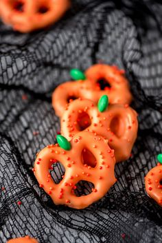 Menu Halloween, Dessert Halloween, Halloween Treat Boxes, Halloween Treats For Kids, Halloween Baking, Halloween Cupcakes, Holiday Treats, Chocolat Halloween, Halloween Chocolate