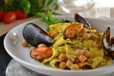Maltagliati+cozze+e+ceci+con+granella+di+pistacchi
