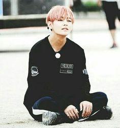Tae is my bias wrecker and I honestly I apriciate these kind of things Italian Girls, V Taehyung, Rap Monster, Pretty Outfits, Role Models, Korean Fashion, Daegu, Like4like, Kpop