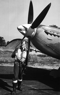 Svein Heglund, Norways top scoring Spitfire pilot with 16,5 kills strikes a pose in front of his Spitfire Mk IX in 1943. Heglund went on to become a succesfull Mosquito nightfighter pilot with 85 Squadron after his spell with 331 Sqd.