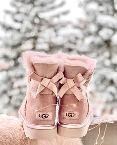 Uggs are not only the most loved but also the most controversial boots on the market. Cute Uggs, Cute Boots, Shearling Boots, Leather Boots, Ugg Style Boots, Ugg Winter Boots, Vegan Boots, Fresh Shoes, Sheepskin Boots