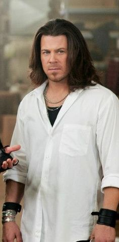 screen cap Christian Kane from Leverage Christian Kane, Beautiful Blue Eyes, Beautiful Men, Leverage Tv Show, Chris Kane, Into The West, The Way He Looks, Young Celebrities, Hey Good Lookin