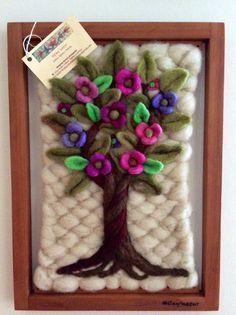 telares decorativos arboles - Buscar con Google Felt Crafts Patterns, Yarn Crafts, Diy And Crafts, Loom Weaving, Hand Weaving, Tapestry Loom, Palestinian Embroidery, Sewing Art, Tear