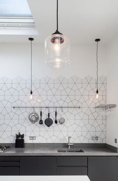 11 types of white kitchen splashback tiles: Add interest with shape over colour. Large hexagon broken into triangles as kitchen splashback tile. effect hexagon tile kitchen splashback. Kitchen Splashback Tiles, Modern Kitchen Tiles, Colourful Kitchen Tiles, Splashback Ideas, Neutral Kitchen, Copper Kitchen, Modern Scandinavian Interior, Scandinavian Style, Kitchen Design Scandinavian