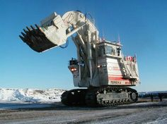 Terex RH4001 (Claw) world's largest hydraulic shovel. Max payload 94 tons. 3-5 shovel fills a240-400 ton mining truck