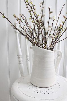 Pussywillows in a pitcher - white on white on white. Rustic Decor, Farmhouse Decor, White Farmhouse, Vibeke Design, Deco Nature, White Cottage, Spring Sign, Floral Arrangements, Candle Arrangements