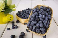 Conhecida também por mirtilo, a fruta evita o acúmulo de gordura abdominal e reduz riscos de doença ... - Pixabay