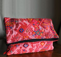 Ines Foldover Clutch >> This is gorgeous!!