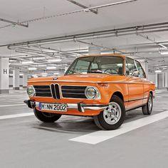 2,539 отметок «Нравится», 13 комментариев — BMW Classic (@bmwclassic) в Instagram: «O==[][]==O #BMW2002 #BMWClassic #HappyHumpday »