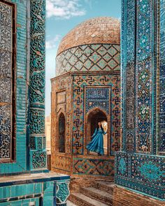 Samarkand is the Silk Road gem of Uzbekistan with so much to offer. Here are the top things to do in this city, including where to eat and where to stay! Nature Architecture, Islamic Architecture, Architecture Design, Building Architecture, Romantic Destinations, Travel Destinations, Amazing Destinations, Beautiful Mosques, Silk Road