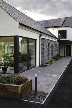 "65 best modern exterior home architectural styles and best modern exterior home architectural styles and designs 62 > Fieltro.Net""> 65 Best Modern Exterior Home Architectural Styles and Designs > Fieltro. Modern Bungalow Exterior, Bungalow House Design, Modern House Design, Passive House Design, Ranch Exterior, Exterior Shutters, Wall Exterior, Building Exterior, House Designs Ireland"