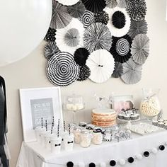 Today on the blog we are sharing an amazing, modern black-and-white birthday party sent to us by @lilyandspiceinteriors ! Get the run down of all the gorgeous details at VeryRosenberry.com! // Photo by @efraserphoto #party #birthday #birthdayparty #firstbirthday #firstbirthdayparty #turningone #oneyear #baby #toddler #blackandwhite #modern #handmade #styling #partystyling #partyinspiration #photography #efraserphoto #bearbearturnsone #birthdaycake #nakedcake #babyboy #veryrosenberry…