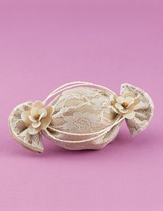 www.mpomponieres.gr Μπομπονιέρα Γάμου Καραμέλα με Ντουμπλαρισμένη Δαντέλα
