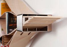 Chuck flexible wooden bookshelf