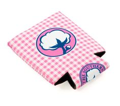 Gingham Koozie (Lilly Pink) By Southern Shirt Company Holds 1 12 oz. can or bottle Thicker-than-average neoprene insulation to keep your drink cooler for longer Collapsible construction for easier storage koozie Southern Shirt Company, Spirit Jersey, Pink Gingham, My Boutique, Southern Charm, Key Fobs, Way Of Life, College Girls, Jersey Shirt