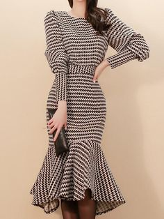 Skirt boda Black Skirt Sets Women Long Sleeve Round Neck Houndstooth Crop Top With Midi Ski. Black Skirt Sets Women Long Sleeve Round Neck Houndstooth Crop Top With Midi Skirt Fishtail Skirt, Vestidos Sexy, Looks Chic, Black Women Fashion, Fashion Fall, Womens Fashion, Fashion Top, Fashion 2018, Cheap Fashion