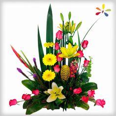 TROPICAL Diseño compuesto por gerberas, rosas, lilis y follaje fino