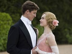 Lily James' character on Downton Abbey has always been a bit rebellious. She entered the series by sneaking out to go to jazz clubs. Now, her latest beau Atticus Aldridge is Jewish — Could Rose marry a Jewish man on Downton Abbey? Downton Abbey Costumes, Downton Abbey Fashion, Downton Abbey Series, Julian Fellowes, Dowager Countess, Lady Mary, Lily James, Atticus, Fashion Mode