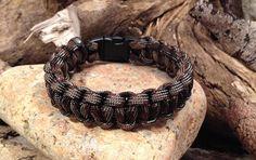 Retrouvez cet article dans ma boutique Etsy https://www.etsy.com/fr/listing/280360020/bracelet-paracorde-couleur-marron-camo