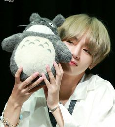 Image discovered by radiant guys. Find images and videos about kpop, bts and v on We Heart It - the app to get lost in what you love. Kim Namjoon, Kim Taehyung, Jung Hoseok, Seokjin, Jimin, Bts Bangtan Boy, Foto Bts, Kpop, Boy Band