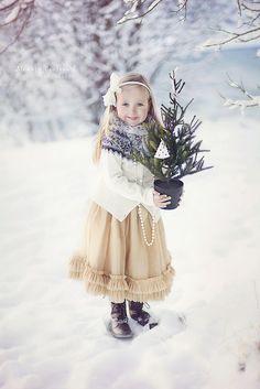 Beautiful little girl celebrating a White Christmas Noel Christmas, Christmas Colors, Christmas Photos, Winter Christmas, Vintage Christmas, Xmas, Winter Kids, Simple Christmas, Jolie Photo