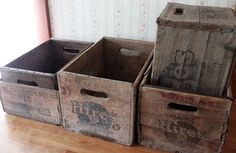 Old Crates make great storage Photo Vintage Crates, Old Crates, Vintage Box, Fabric Storage, Craft Storage, Easy Sewing Projects, Sewing Ideas, Art Projects, Blanket Box