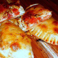 El Arte de Amasar Clases de Cocina Personalizadas: EMPANADAS CAPRESE (muzzarella, tomate, olivas negras y albahaca)