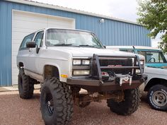 Sweet OOBS Blazer/Suburban offroad bumpers at Custom Chevy Trucks, Lifted Chevy Trucks, Gm Trucks, Cool Trucks, Pickup Trucks, Dually Trucks, Chevy 4x4, Chevrolet Blazer, Chevrolet Suburban