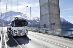 BRUSSEL - Minder dan drie jaar na zijn lancering en geruggensteund door buitengewoon positieve feedback van de klanten, pakt de Renault Trucks T nu al met een belangrijke evolutie uit om zijn gebruikers een nog groter rendement te bezorgen. Dankzij verbeteringen aan chassis en aandrijflijn verbruikt de T in de 2016 versie tottwee procentminder brandstof en stijgt het laadvermogen met 114 kg. Het model wordt voortaan aangeboden met Optivision, een predictive cruise control systeem met gps…