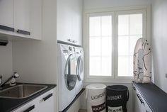 Suomen kauneimpia koteja - Kannustalo Stacked Washer Dryer, Washer And Dryer, Dyi, Aurora, Laundry, Kitchen Cabinets, Home Appliances, Decoration, Home Decor