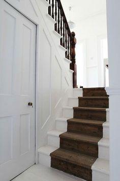 je kunt er ook voor kiezen om je oude houten trap gewoon op te schuren en onbehandeld te laten. Dit is veel goedkoper én het heeft een hele stoere uitstraling.