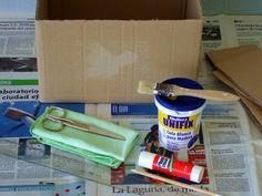 PLATA Y CHOCOLATE: Cómo forrar con papel una caja de cartón Fabric Covered Boxes, Diy And Crafts, Arts And Crafts, Cardboard Boxes, Paper, Blog, Craftsman Deck Boxes, Bedhead, Decorated Boxes