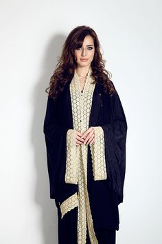 Cape Abaya with batwing sleeves with lace edge